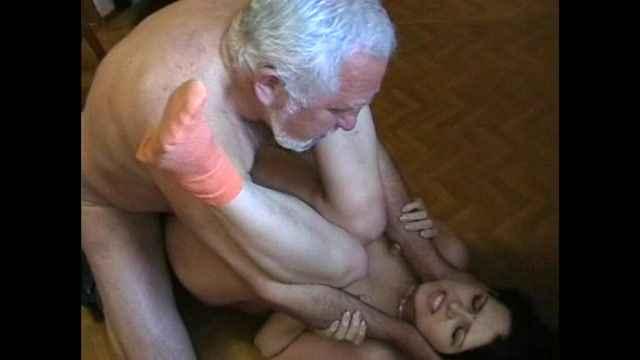 дедушка близко знакомится с внучкой порно фото