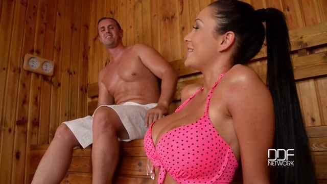 Смотреть порно массаж видео брюнетки с большими сиськами бесплатно фото 662-420