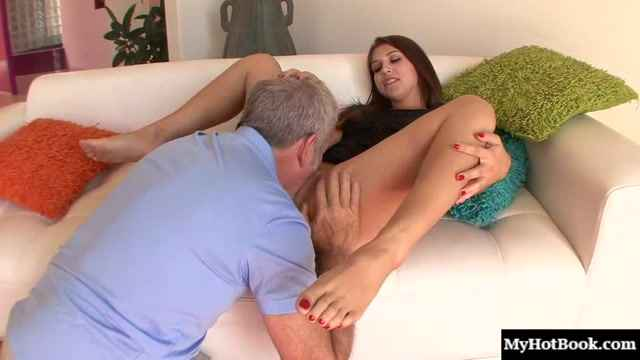 Порно видео - Ariana Grand loves having sex with her stepdad, so when he asked her